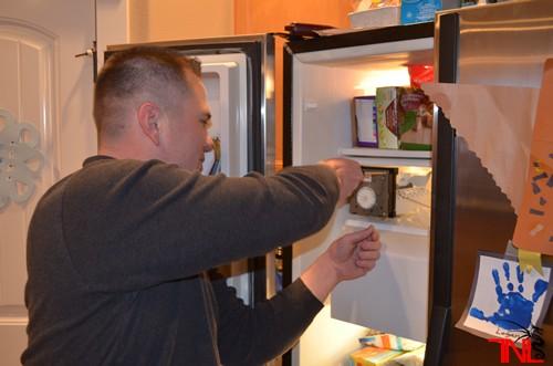 Cách nhanh nhất để xử lí cửa tủ lạnh đóng không khít